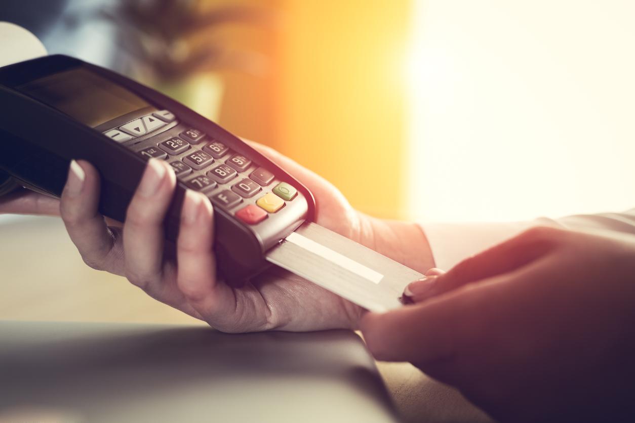 Minha empresa é obrigada a aceitar cartão de crédito e/ou débito?