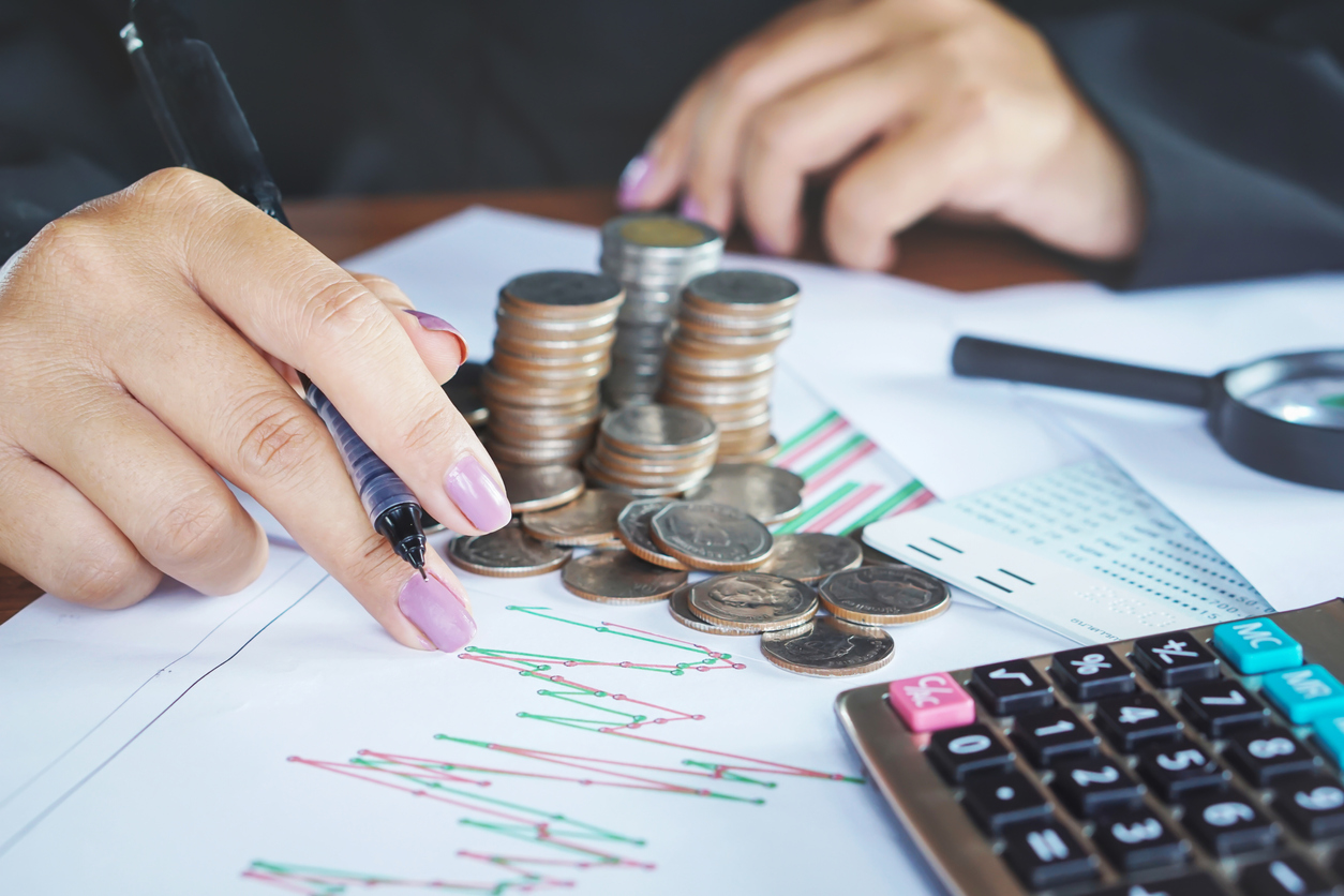businesswoman hand analyzing on financial graph